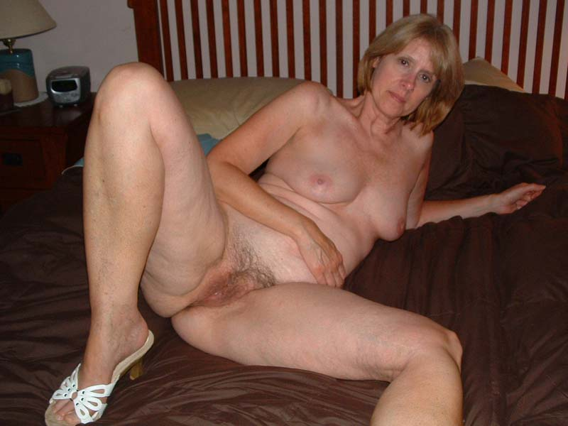 Free homemade pictures of moms naked