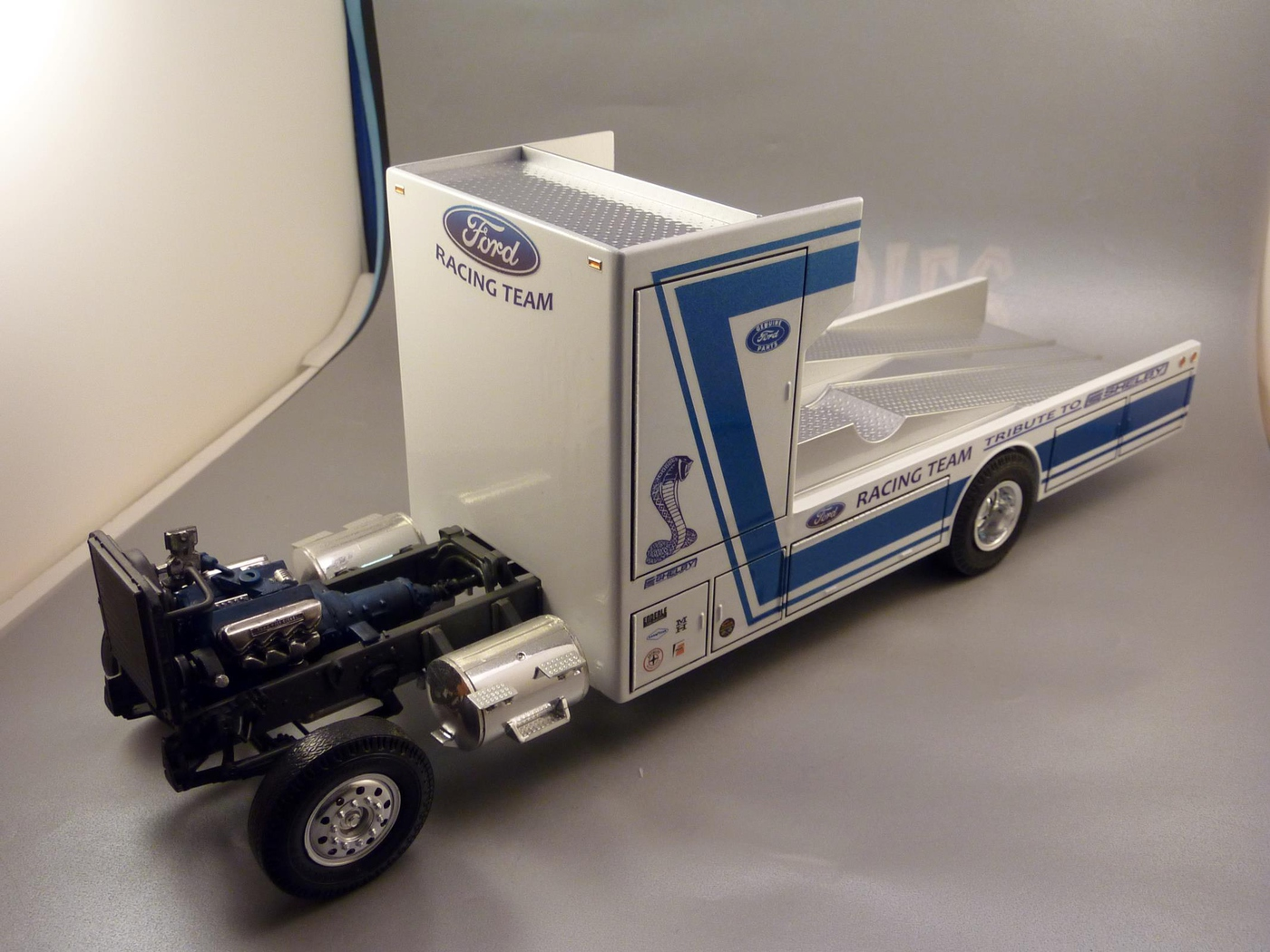 """Ford Louisville racing car hauler """" tribute to Caroll Shelby """" Terminé  - Page 3 Photo5-vi"""
