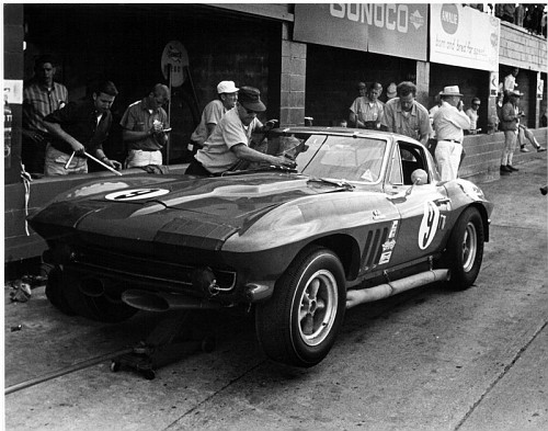 Photo: Sebring Car in the pits during the race | Corvette 1966