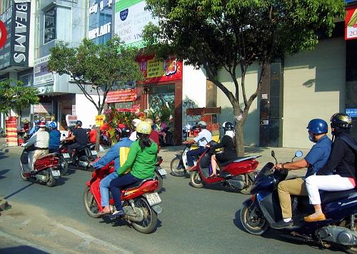 Saigon!  Where everybody ride motor bikes!