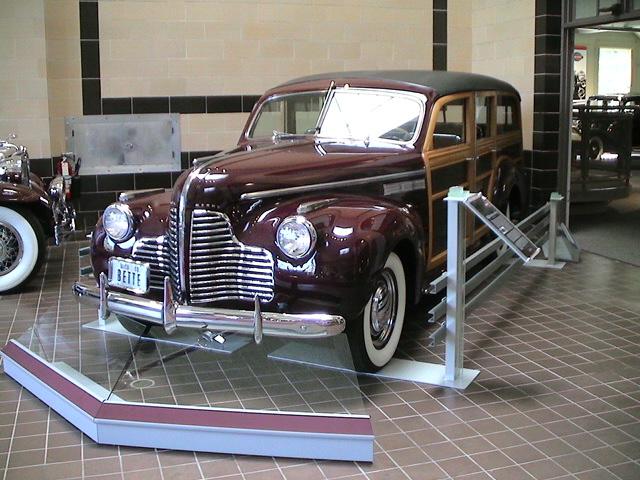 Photo 1940 Buick Super Series 50 Model 59 Estate Wagon Summer