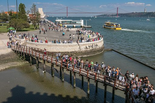 Line to Belem Tower