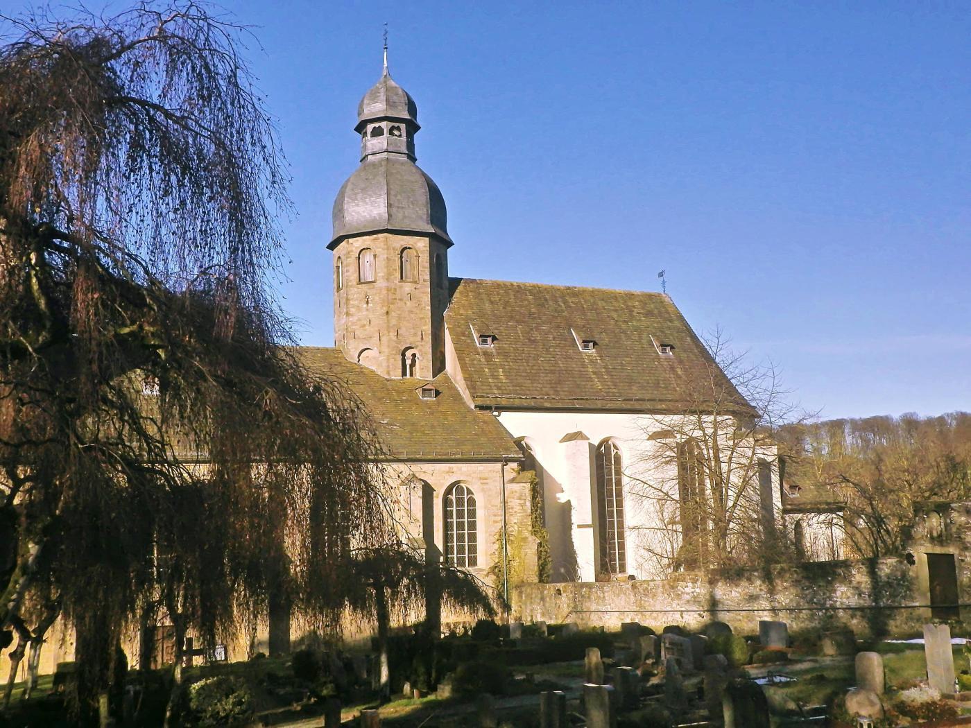 Abteikirche und Friedhof