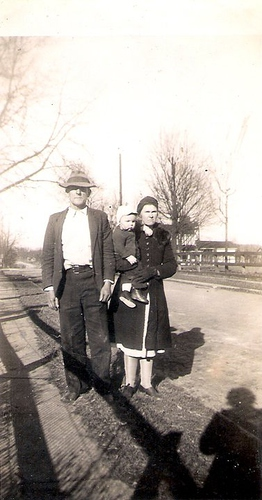 204-Great-Grandparents Shelby and Della YANCEY Laxton and Uncle Del Moffett