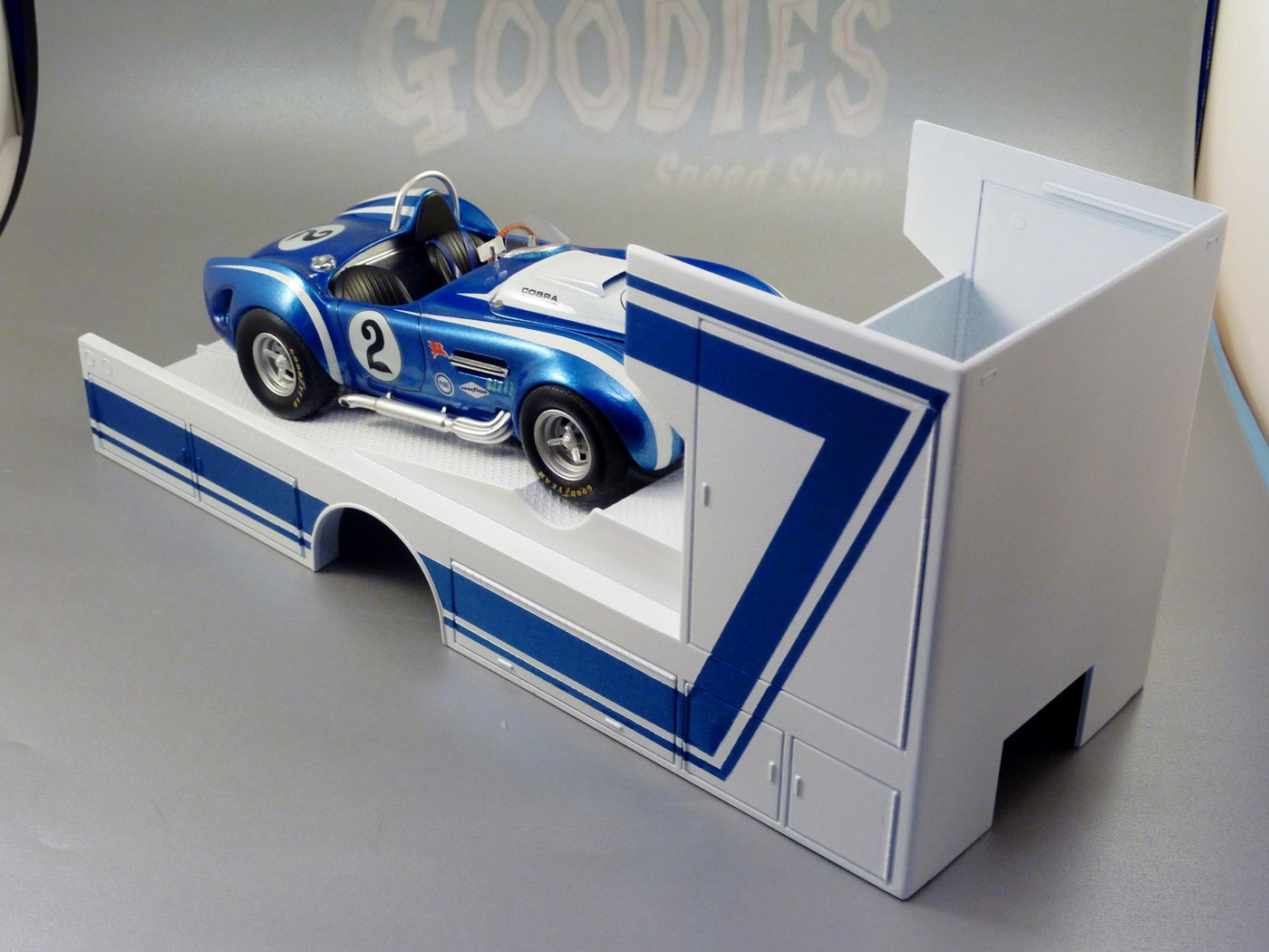 """Ford Louisville racing car hauler """" tribute to Caroll Shelby """" Terminé  - Page 2 Photo1-vi"""